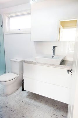 devise-decor-bathroom-refurbishment-custom-joinery-and-marble-tiles